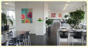 maleri kunstudstilling virksomheder farverig kunstudstilling
